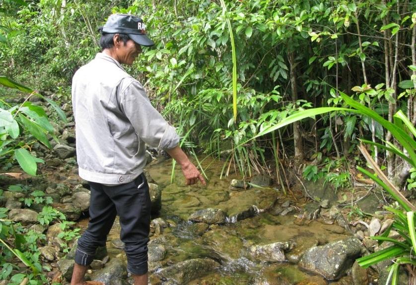A Doi - head of the Vi K Oa village